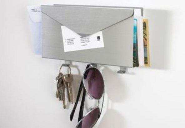 Un porte courrier pratique pour ranger l 39 entr e bnbstaging le blog - Porte courrier ...