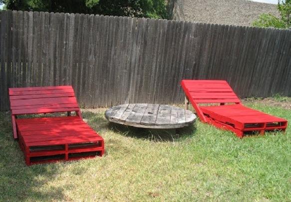 les palettes r inventent le mobilier de jardin bnbstaging le blog. Black Bedroom Furniture Sets. Home Design Ideas