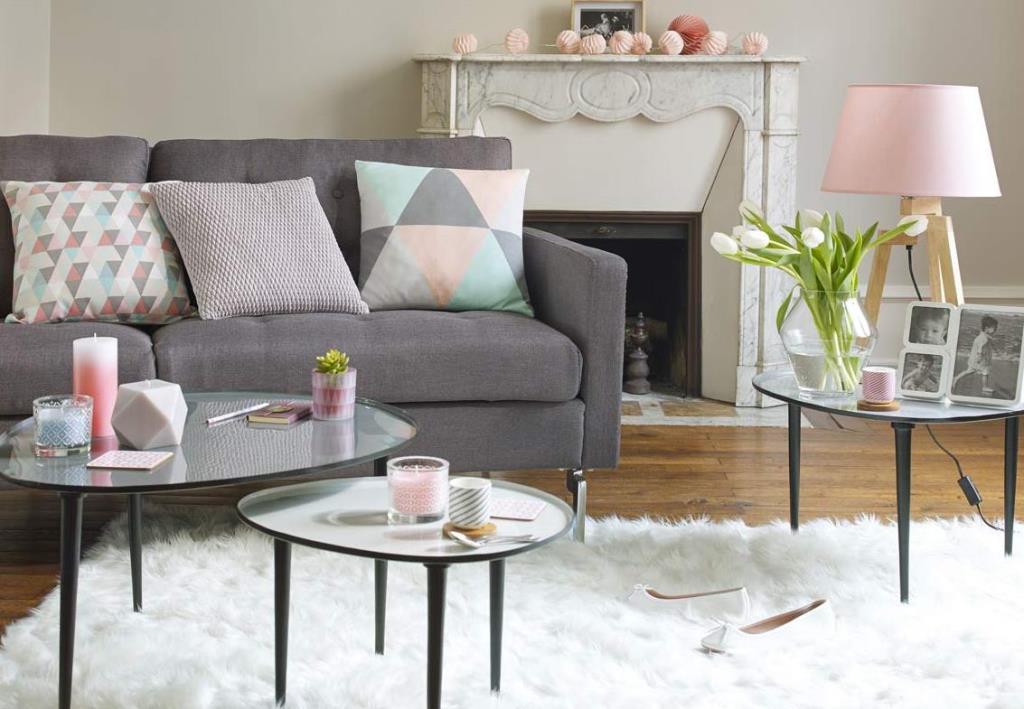 Ambiance scandinave avec un tapis en peau de mouton naturelle maisons