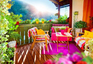Exterieur balcon coloré, Fotolia - BnbStaging le blog